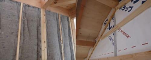 吸放湿性に優れた断熱材による気化熱利用室内環境を自然に調整します